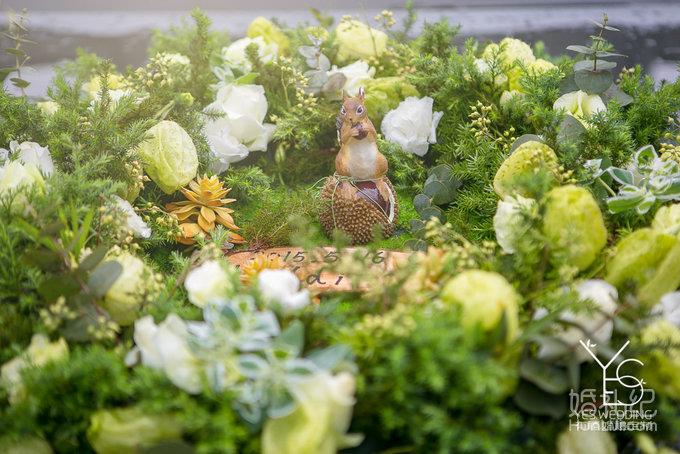 16 婚礼场地:二沙岛玫瑰园西餐走廊 婚礼主题:户外森系草坪婚礼 婚礼