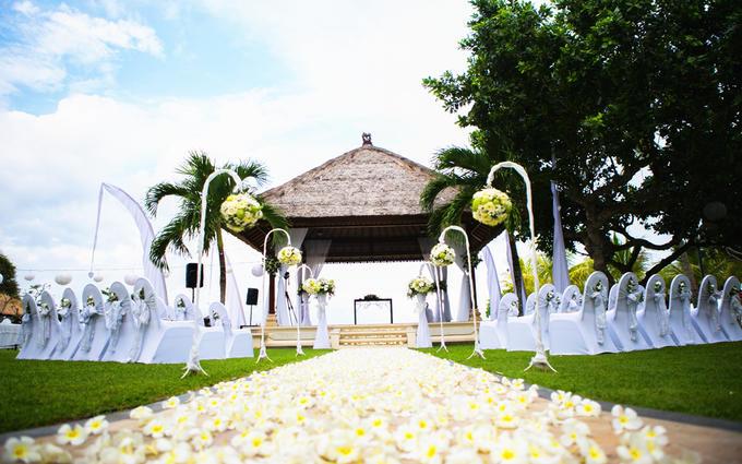 巴厘岛努萨杜瓦海滩酒店花园婚礼套系