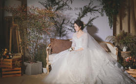 【美丽纱】大拖尾婚纱+礼服唯美套餐