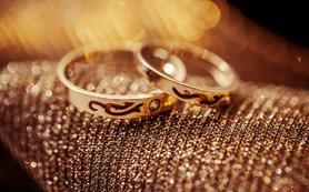 C套餐:单机位婚礼跟拍+新娘造型3组(人气套餐)