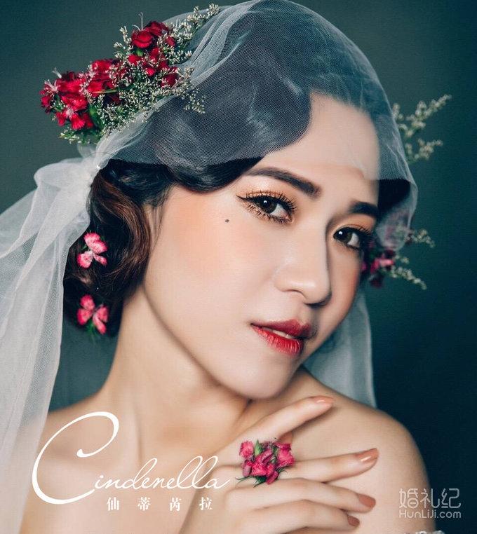 化妆造型师技术功力的一款造型,将复古与鲜花融合,做出了新的创意图片