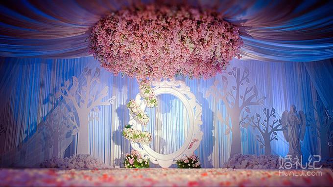 路引16个仿真花路引  舞台吊顶满插花环 定制雕刻浮雕  灯光舞美 婚礼图片