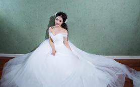 艾米丽婚纱|甜美一字肩拖尾纱