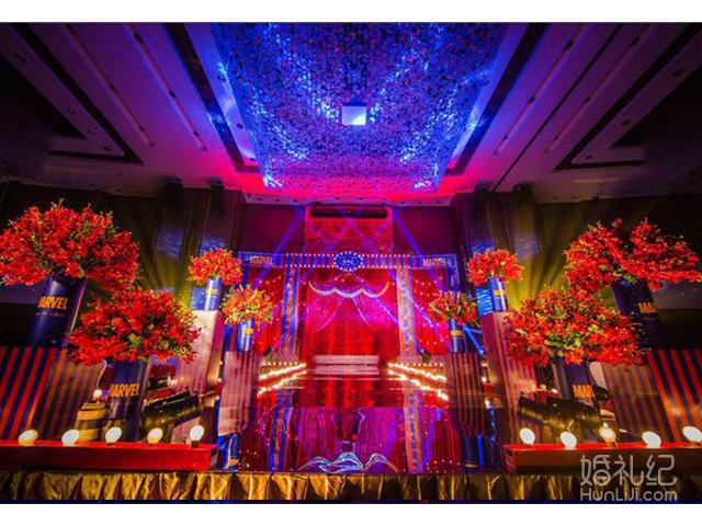 金色白色欧式婚礼花房