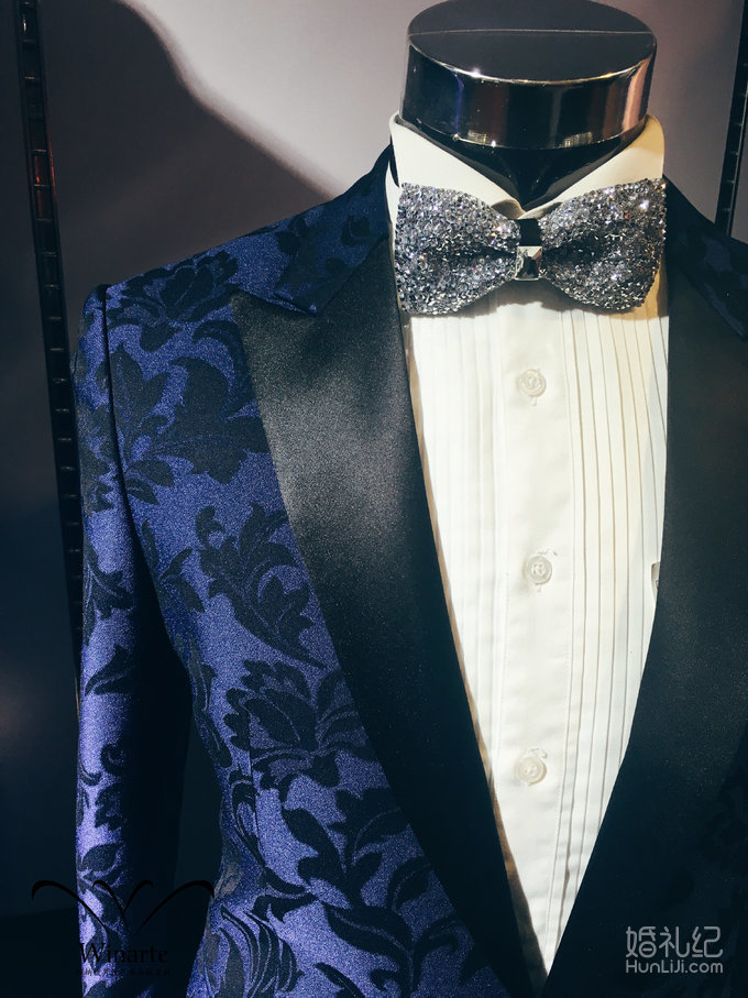 男士蓝色花纹礼服