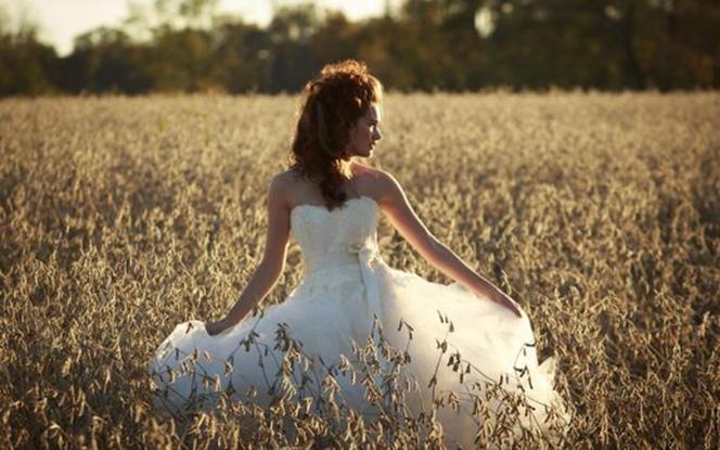 样衣特卖--齐地款式婚纱