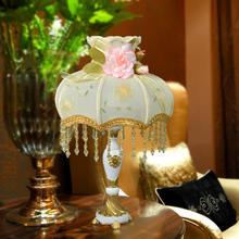 新款布艺装饰台灯 床头灯卧室欧式台灯 创意树脂婚庆蕾丝台灯