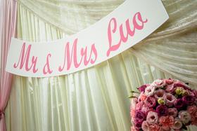 粉色系唯美鲜花草坪婚礼