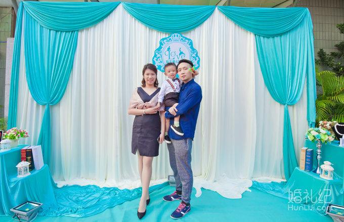 24 婚礼场地:向日葵西餐厅 婚礼主题:户外西式蒂芙妮蓝主题婚礼 婚礼