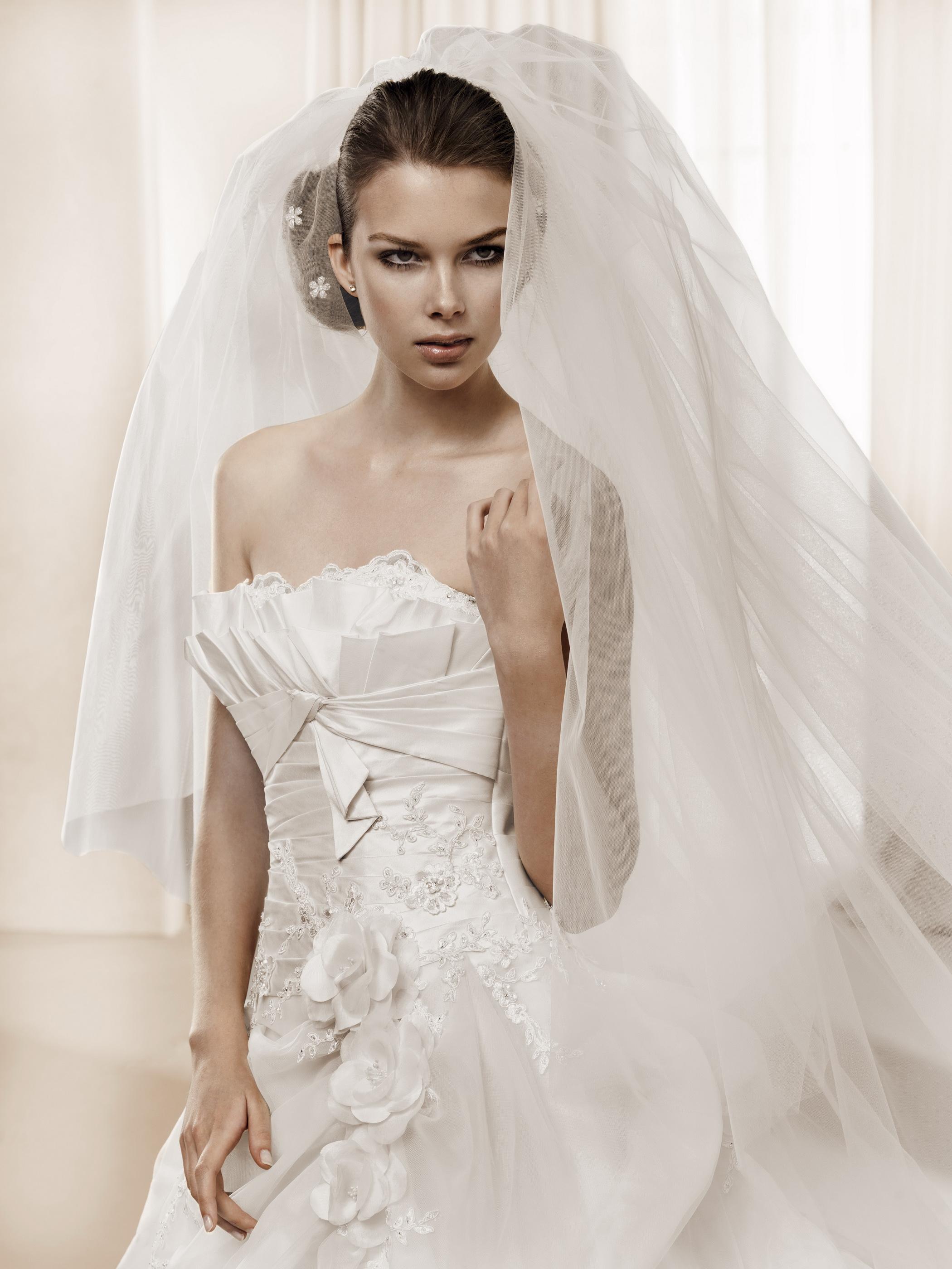 公主型婚纱礼服