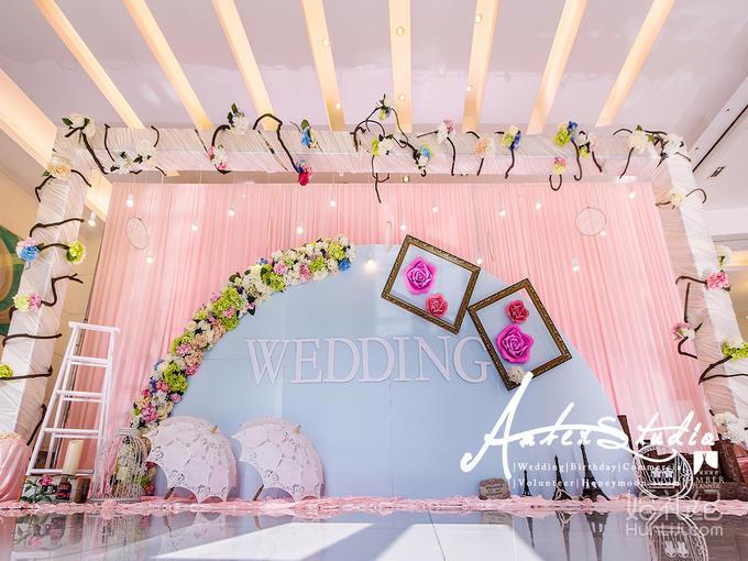造型舞台 花艺造型包边 定制木框装饰两个 定制倒吊水晶待嫁区 欧式