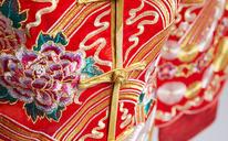 中式重手工秀禾服
