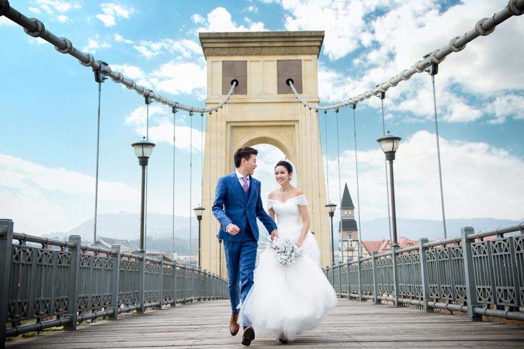 欧式建筑婚纱照图片