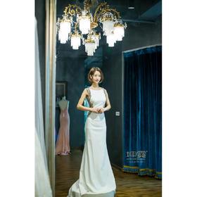 大露背复古镂空白色女神拖尾礼服