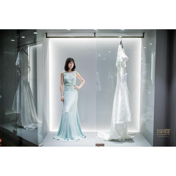 薄荷绿婚纱礼服