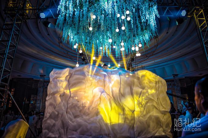 欧式装饰摆件 舞台背景 罗马栏杆花艺 非鲜花组合   灯光舞美 婚礼