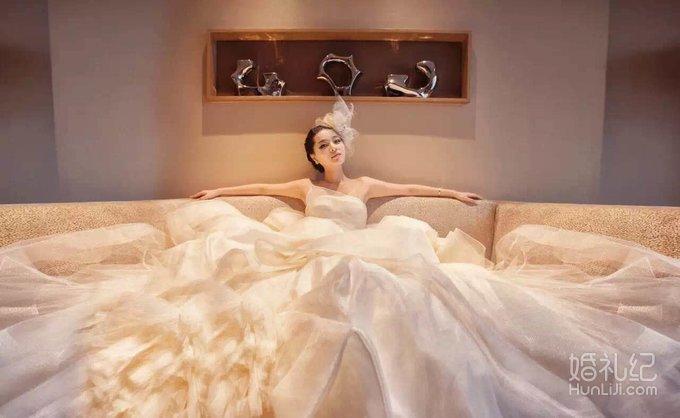安娜公主婚纱