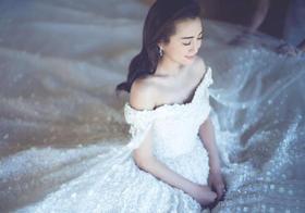 包贝尔包文婧结婚 同款一字肩婚纱