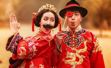 纪实风·外景中式婚纱客照欣赏