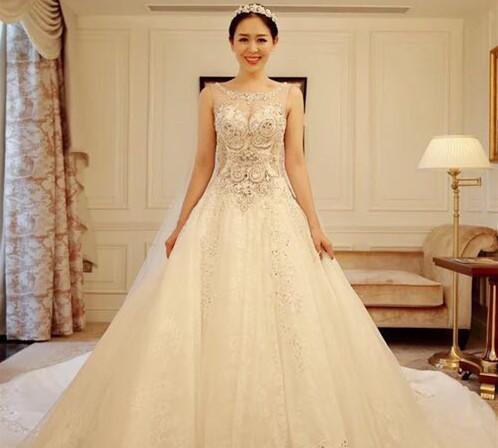 白色婚纱礼服