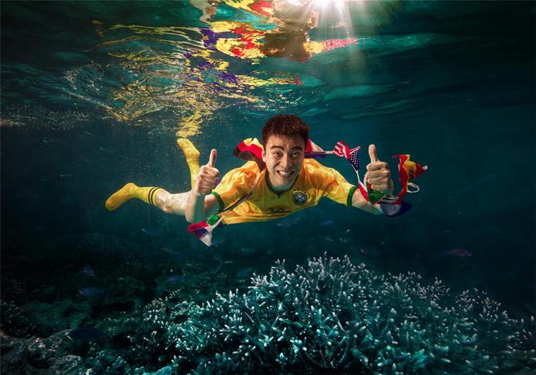 【水下婚纱照】水下足球