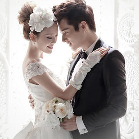 新娘一字肩抹胸蕾丝拖尾蓬裙高档时尚婚纱M3046