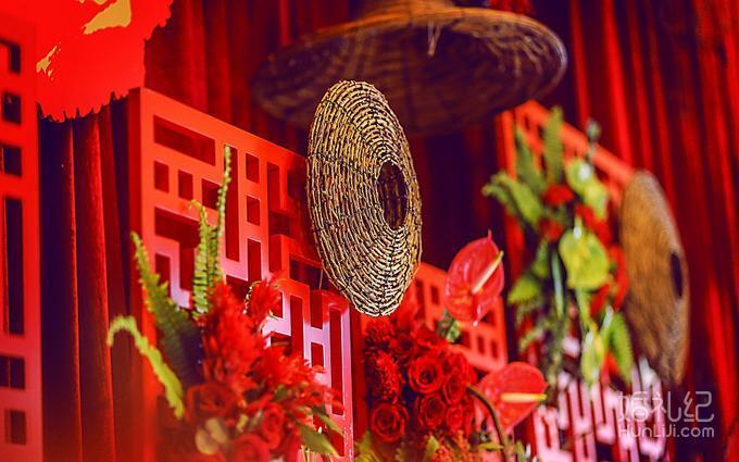 欧式背景装饰:创意舞台背景装饰 ★舞台地毯:白色或红色或镜面一次