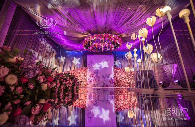婚礼                 婚礼场地:中茵皇冠大酒店 婚礼主题:紫色梦幻