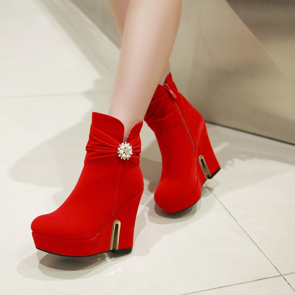棕色的短靴怎么配_女士高跟鞋冬季短靴带防水台质量比较好 网上专卖