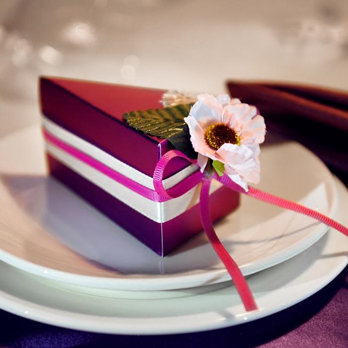 创意喜糖盒欧式婚礼小号紫色三角形蛋糕喜糖盒子装的