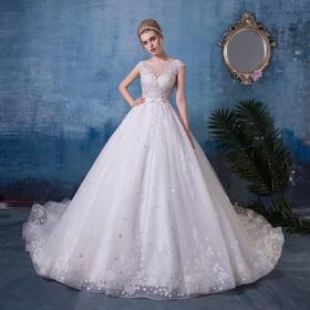 表达高雅气质与风范的圆领婚纱