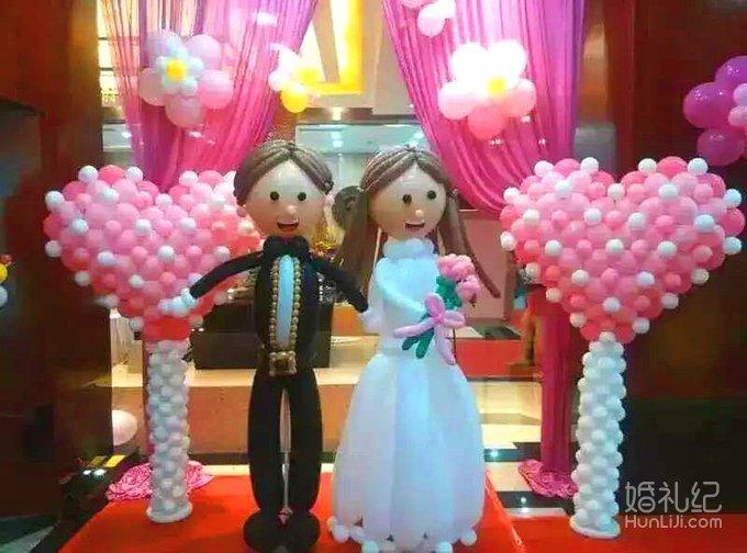丘比特团队独创气球艺术造型婚礼,纯手工现场制作各种创意,深受以往