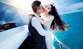 蓝色游艇婚纱照