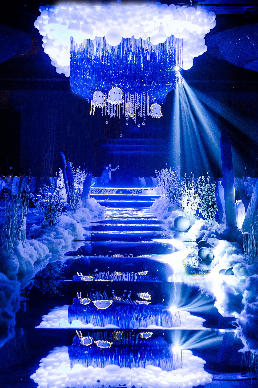 冰雪蓝色婚礼布置