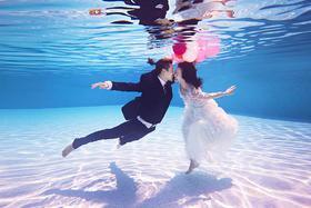 浪漫水下婚纱照