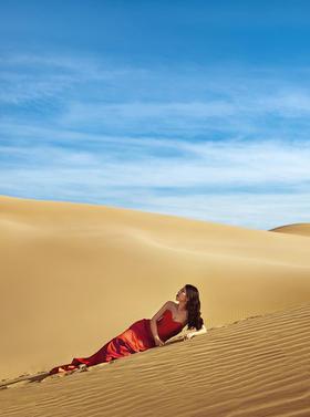 沙漠纪实风婚纱照大片