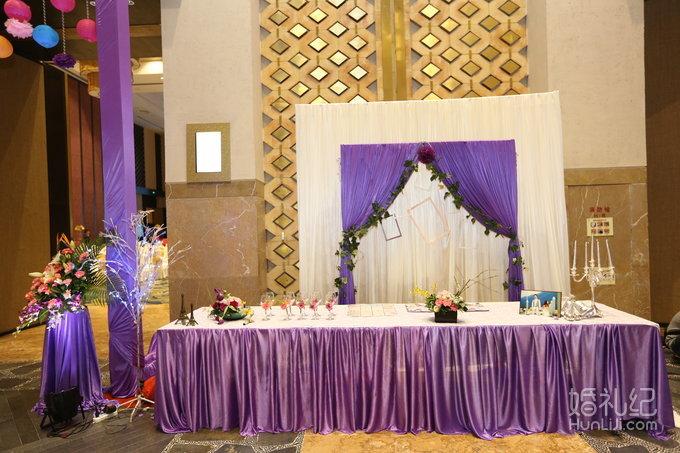 婚礼场地:温德姆 婚礼主题:梦幻奇缘乐园