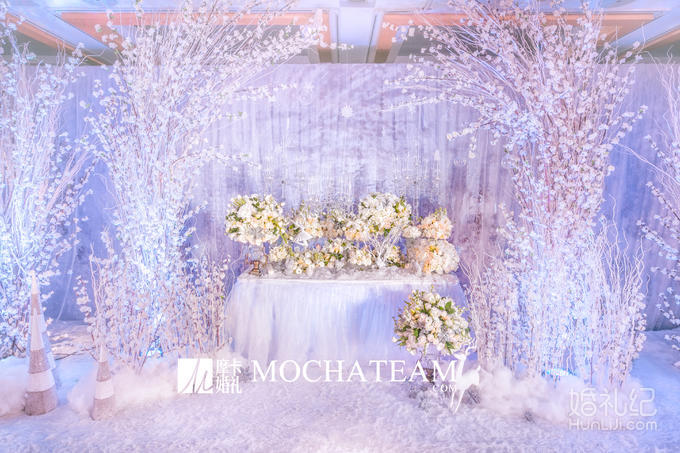 灯光舞美 婚礼灯光 吊灯 4个  婚礼灯光说明 现场整体效果渲染