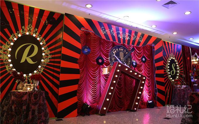 c,宴会厅门布幔造型设计 d,欧式迎宾水牌设计(kt板设计) e,婚礼主题