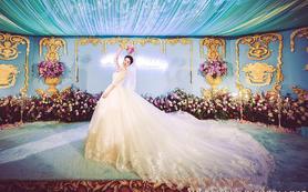 首席档老师全程婚礼跟妆+三套服装(明星款拖尾婚纱