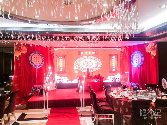 婚礼日期:2016年8月20日 婚礼场地:广州丰乐路山东老家酒楼 婚礼主题
