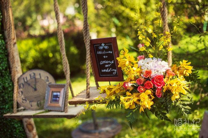 26 婚礼场地:大连棒棰岛花园广场 婚礼主题:美式庄园户外婚礼