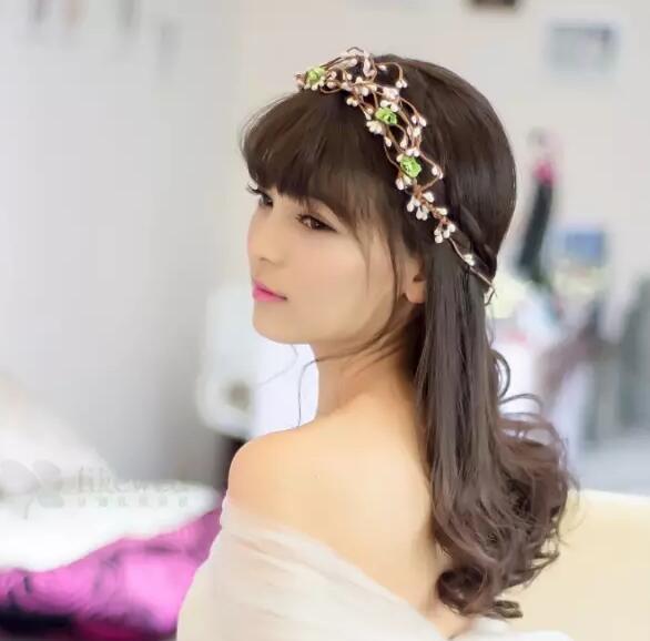 结婚问答 大婚造型 >什么样的发型显脸小?