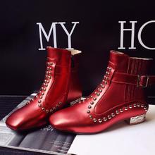 秋冬新款婚鞋短筒靴铆钉皮带扣方头粗跟真皮马丁靴侧拉链女靴子