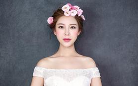 总监化妆师全程跟妆+高端定制区3套衣服+伴娘服
