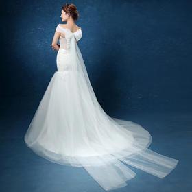 新款一字肩蕾丝鱼尾小拖尾韩式新娘结婚婚纱礼服