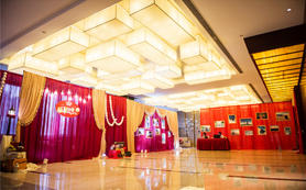 中小型红色婚礼简约大方 绿景锦江酒店含摄影摄像师