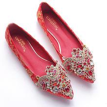 水钻尖头平底婚鞋女婚礼新娘结婚穿平跟大码浅口红色配旗袍单鞋子