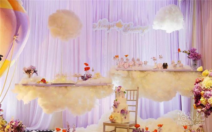 *根据婚宴的安排选择适合您的甜品台套餐(可适当增减) *提前与我们