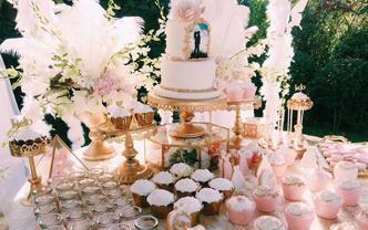 户外纯洁甜美主题甜品台,鲜花装饰甜美主题
